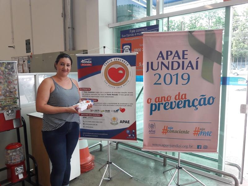 Dia do consumidor teve ação no Tenda em prol da APAE