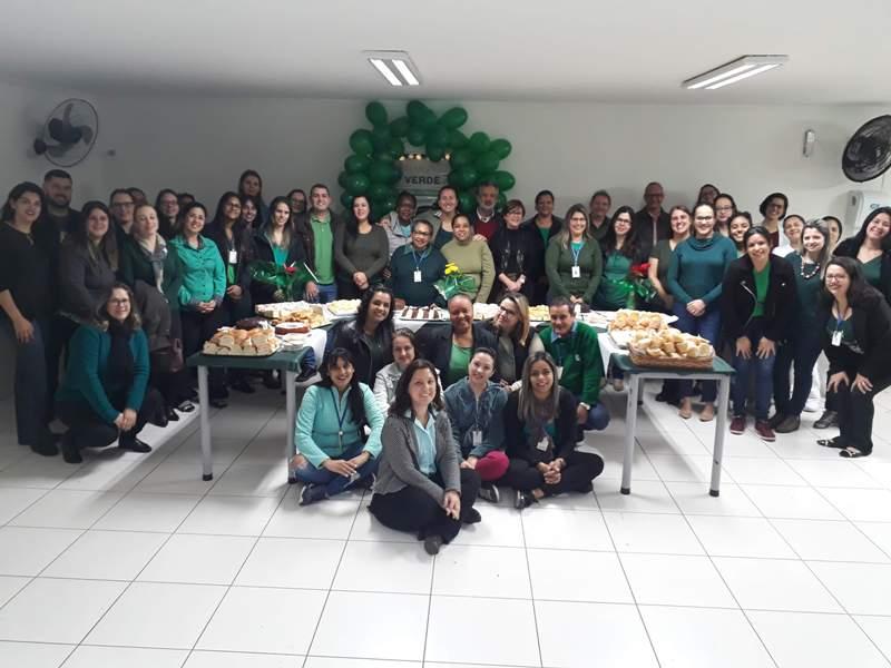 Colaboradores da APAE celebram Setembro Verde e aniversário de 62 anos