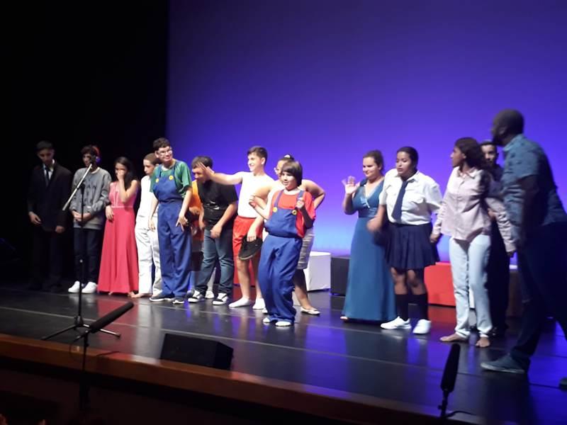 SESC recebe alunos da APAE em espetáculo Self