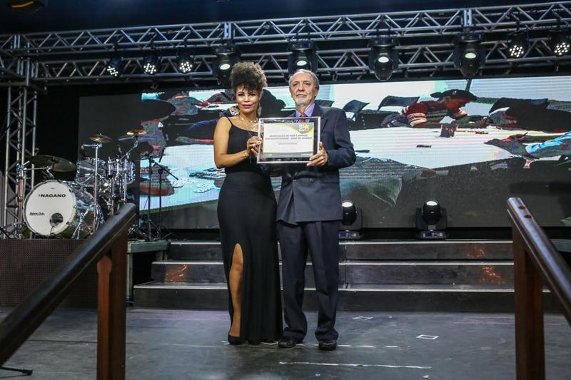 APAE de Jundiaí recebe prêmio em evento da CDL e Sincomercio