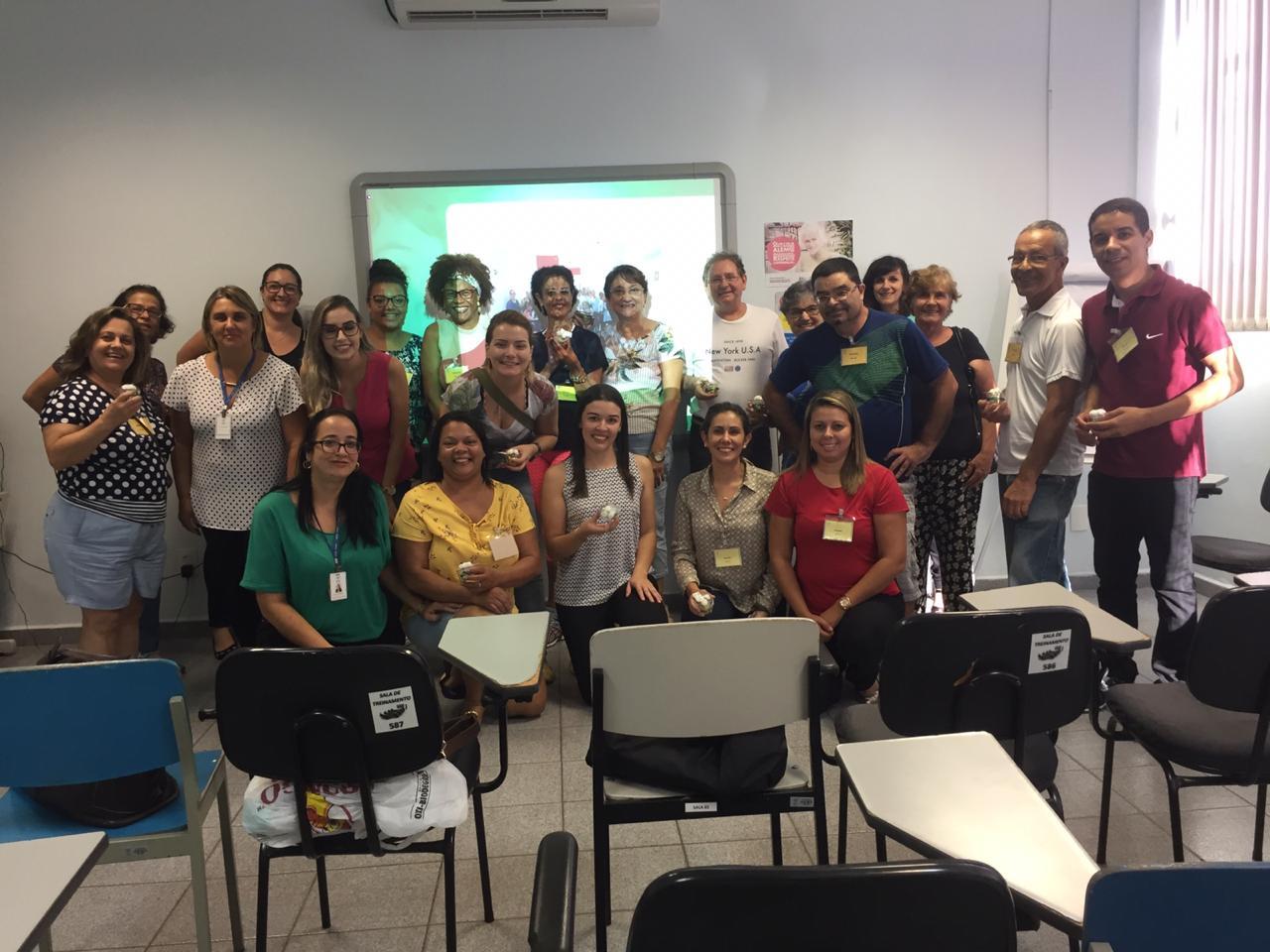 Voluntários da APAE participaram de encontro