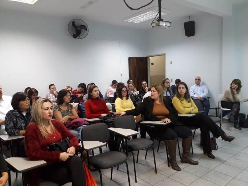 Profissionais da área de saúde se capacitam na APAE de Jundiaí