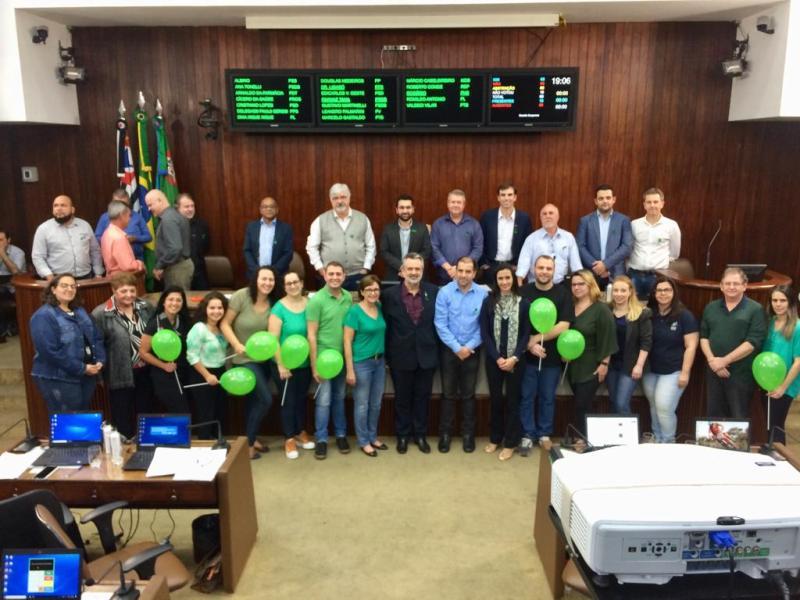 Sessão da Câmara homenageia APAE e Setembro Verde