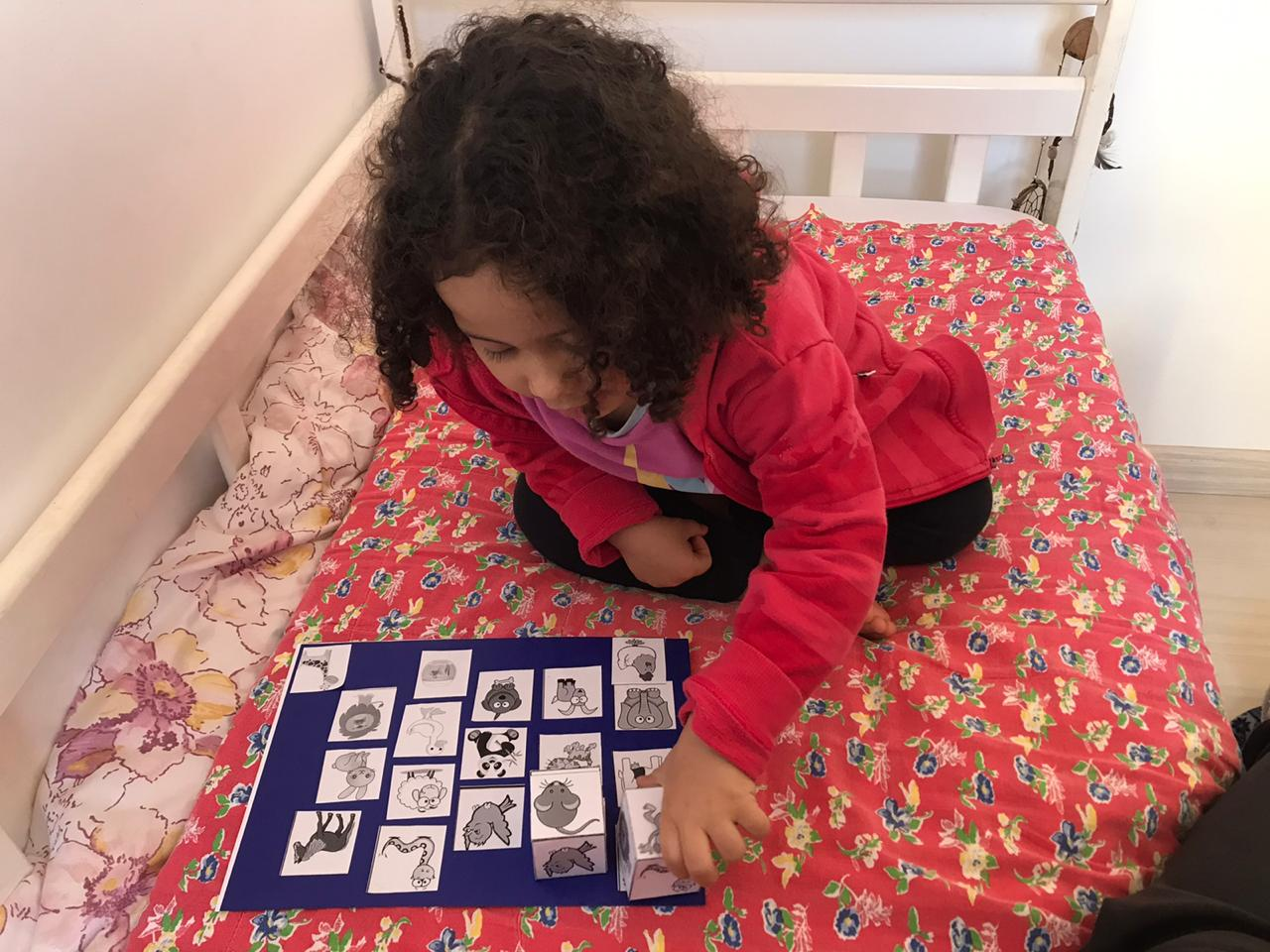 """Pais encaminham fotos e vídeos dos filhos em casa: """"nossa equipe está orgulhosa"""", comenta Camila Mendes"""