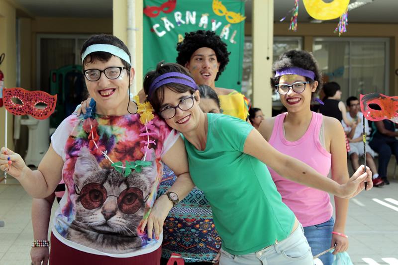Mais de 200 alunos participam do Baile de Carnaval na APAE de Jundiaí